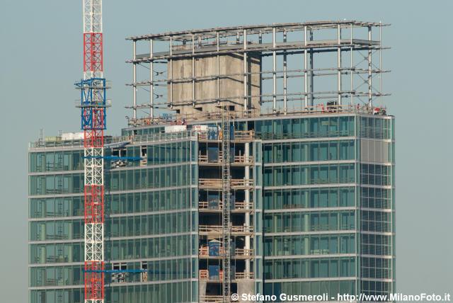 Milano citylife il dritto isozaki 209m lo storto for Progettazione di piani abitativi residenziali