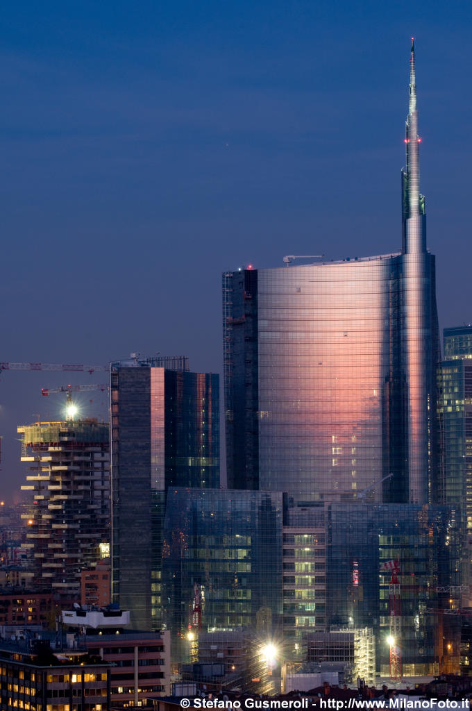 Torre Pelli - click to next image
